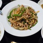 孔府家宴 - 料理写真:チンジャオロースセット(ライス・スープ・ザーサイ・杏仁豆腐付き):860円/2016年11月