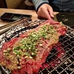 もつ炊き 大衆焼肉 赤井 - ガーリックステーキ
