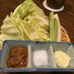 神屋流 博多道場 - お通し 肉味噌、塩、ワサビマヨ で頂きます。
