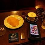 バラ屋 - ウインナーコーヒーとホットケーキ