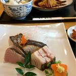 59009654 - 煮魚定食(900円)と鰆タタキ定食(1200円)