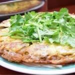 ソンポーン - 牡蠣入りのオムレツ。ポイントは、粘りの強めな生地。初対面だったが…もっと食べたかった。序盤に欲しかったなあ(笑)