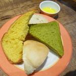 デリリウムカフェ ギンザ - 食べ放題のパン