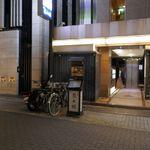 花大根 - ビル入口前に看板があるのを確認した後は