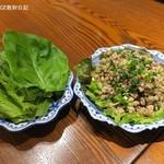 メナムのほとり - ラープムー1,200円+税、東北タイの豚挽肉サラダ