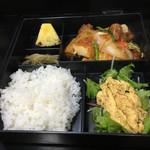 59017183 - 鶏肉と厚揚げのピリ辛煮、ニラ入り玉子焼き