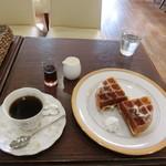珈琲屋san - プレーンワッフル350円、ブレンドこーひー380円(税込)