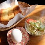 モントリオール 大野西店 - トースト、ゆで卵、サラダ(モーニングセット)