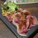 鉄板焼 Mangetsu - 自家製ローストビーフ