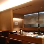 茶屋 青柳 - [内観] 店内 カウンター席から、テーブル席方面を見る。①