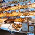 59022011 - 焼きたてパンいっぱい