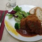 アニヴェルセル カフェ - マーガレットポークフィレ肉のカツレツ カレーソース