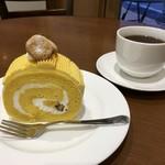 パティスリーヒラノ - かぼちゃのシフォンロール (340円)