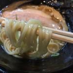 麺匠 Jazz - 豚骨醤油らーめん(750円)麺リフト