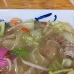 えぞっ子ラーメン - 皿うどん太麺アップです。
