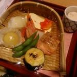 美濃吉 - [料理] 京弁当 上段 八寸 (篭盛り) & 卯の花 全景♪w