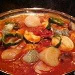 日がさ雨がさ - お酒にも意外と合う、評判のトマト鍋。