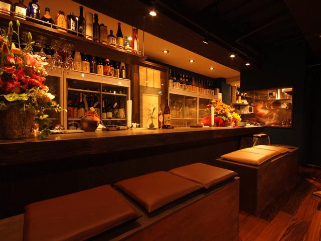 日がさ雨がさ - お酒好きな方はぜひカウンターへ。店主がお好みに合わせて提案できます。