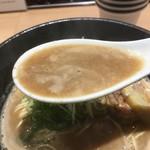 らーめん 伊藝 - 豚骨魚介のスープ