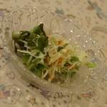 Deep カフェ - ガーリックライス(850円→食べログワンコインランチ価格500円)付属のサラダ2016年11月
