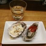 かき焼き はじめ - [料理] グラスワイン (白) & 焼き牡蠣2種