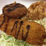 クークー - 揚げたての、豚玉ねぎ串、ミンチコロッケ、鶏唐ですw