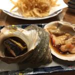 磯丸水産 - サザエの殻焼とホッキ貝の殻焼