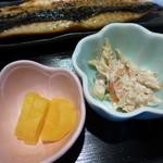 59044629 - 小皿 牛蒡サラダと沢庵