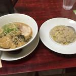 満菜 - 白丸と半チャーハン+替玉(サービス)