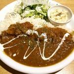 ジョグール カフェ - カレーライスプレート(この日はキノコカレー) ひき肉の他、かなり細かくきざまれた野菜入り