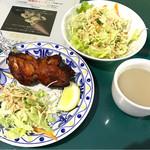 ロイヤルキッチン - タンドリーチキンとサラダとスープ