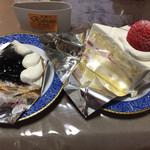 かぶと洋菓子店 - ブルーベリータルト¥310&ショートケーキ(あまおう)¥420 (2016-11)