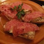 59050263 - ミラノサラミとクリームチーズのタルティーヌ