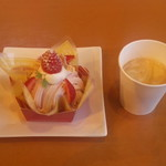 ブルージュ・プリュス - 苺のモンブラン&ホットコーヒー