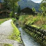 59050451 - 集落の中こんな水路がアチコチにありました。                         水が綺麗ですな。