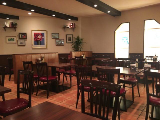 レストラン・ケルン - 奥側のテーブル席