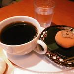 カフェ デ コウサイアン - 珈琲と柿小餅