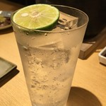 塩ホルモン たんたん - ドリンク写真:生すだちサワー