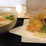 本格讃岐ぶっかけうどん 麺の里 - 温かい野菜天うどん890円