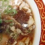 尾道ラーメン 丸ぼし - スープの表情 濃いそうだが薄い