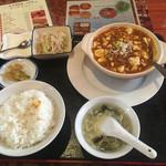 中国料理 山東飯店 - 料理写真:マーボー豆腐定食680円
