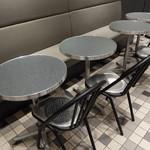 59067022 - 店内テーブル席