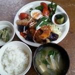POPU - ☆チキンソテー(フレッシュトマトソース) ごはん・お味噌汁・小鉢・ドリンク・ミニデザート付き¥1080 … とても ボリュームがあります!