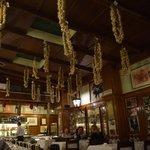 Checco Er Carettiere - 天井からガンガンaglioがぶら下がっていますが、飾りではなく乾燥中です