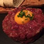 熟成肉バル ティンバー - ニューヨークのシェフ直伝お肉タルタル1380円税別バゲット付き