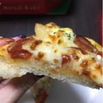 ピザハット - ピザ生地がもちもち、ふわふわ!