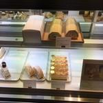 むすびcafé - ロールケーキが有名です。