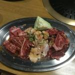 玉貴 - カルビ750円・上ホルモン500円・ロース750円