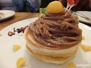 bran cafe - モンブランのパンケーキ