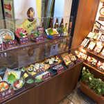 菊寿司 本店 - ランチ用途なのか、中華そば・うどんもあるのがユニーク。「龍馬巻」「おりょう巻」もあります
